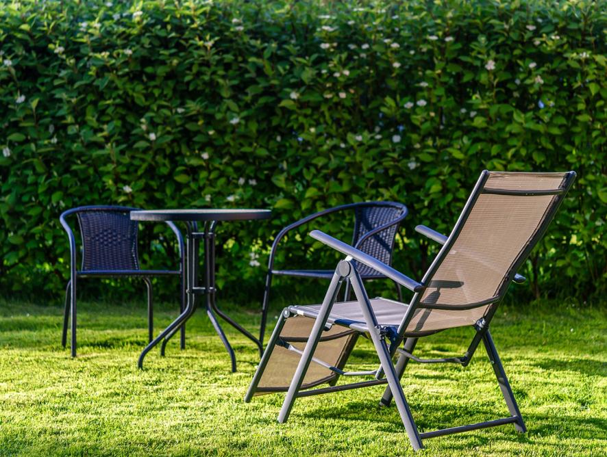 5 materiais mais indicados para móveis em jardins