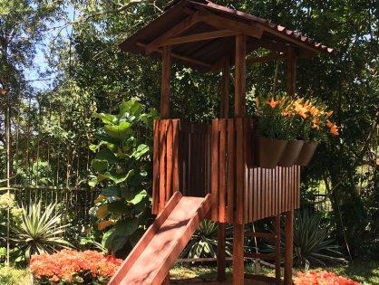 Jardim divertido: casinha na árvore