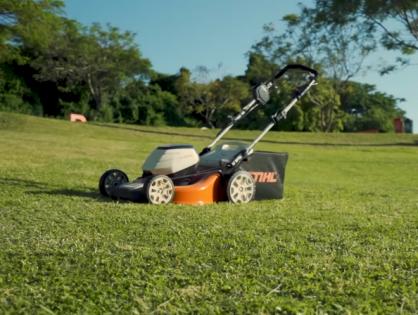 Apare o gramado com cortador de grama STIHL